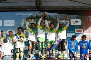 Aussie boys holding up the FIM Junior World Trophy