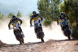 three-rider-team-action